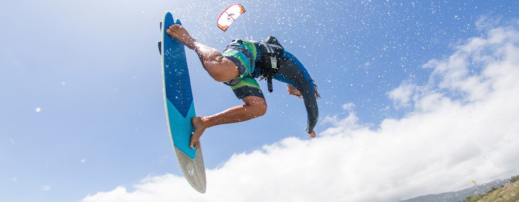 The Complete Beginner's Guide To Know Everything About Kitesurfing