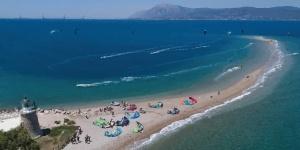 Kitesurfing in Cape Drepano