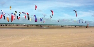 Kitesurfing in De Panne