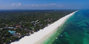 Kitesurfing in Galu Beach