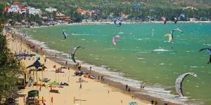 Kitesurfing in Mũi Né Beach