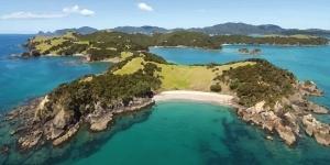 Kitesurfing in North Island Auckland