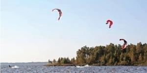 Kitesurfing in Rekyva Lake / Smelynas